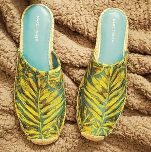 NWOT Marc Fisher Shoes 10M tropical style